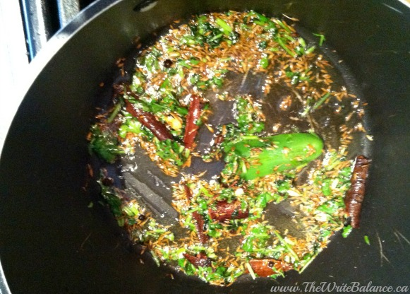 akni spices in the pot
