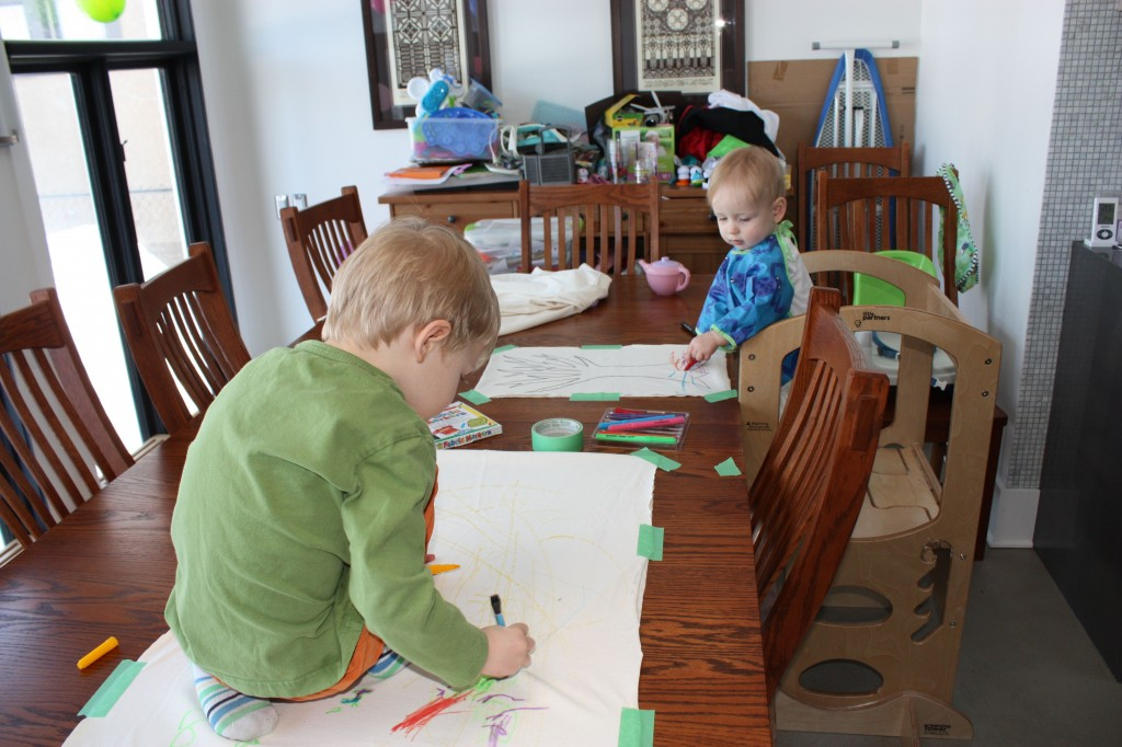 kids drawing on fabric