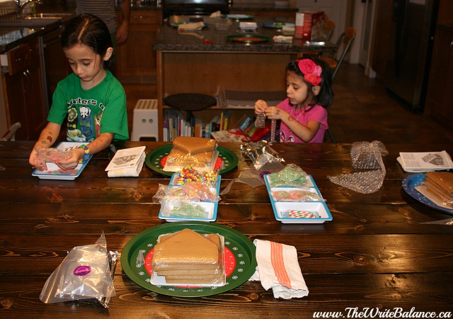 kids setting up for gingerbread house party