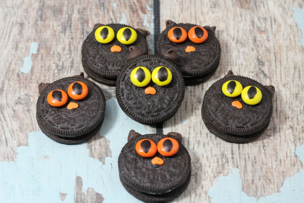 Oreo Black Cat Halloween Cookies