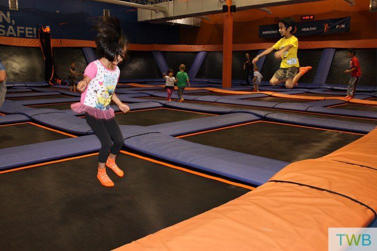 Skyzone jumping fun - feature