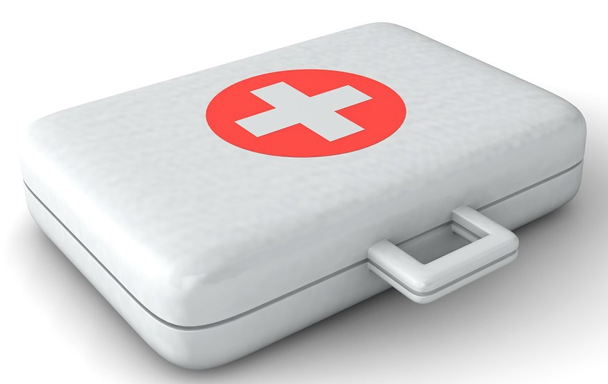 10 family beach vacation tips - travel first aid kit