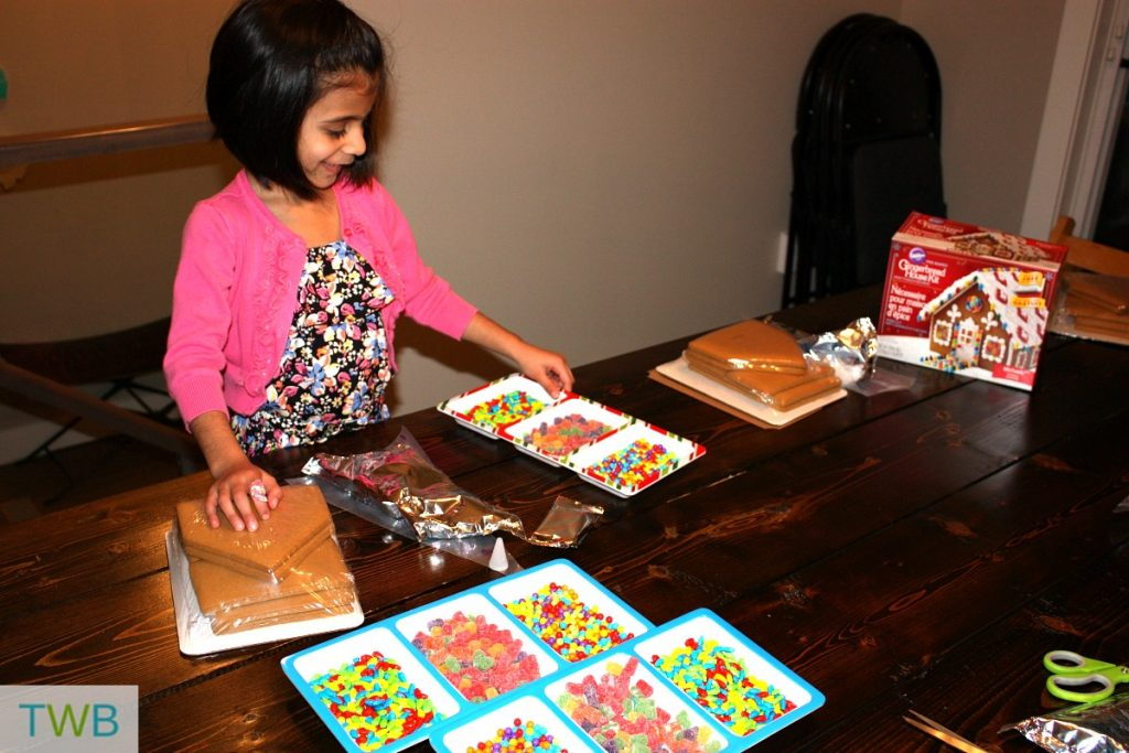 3rd-gingerbread-party-set-up
